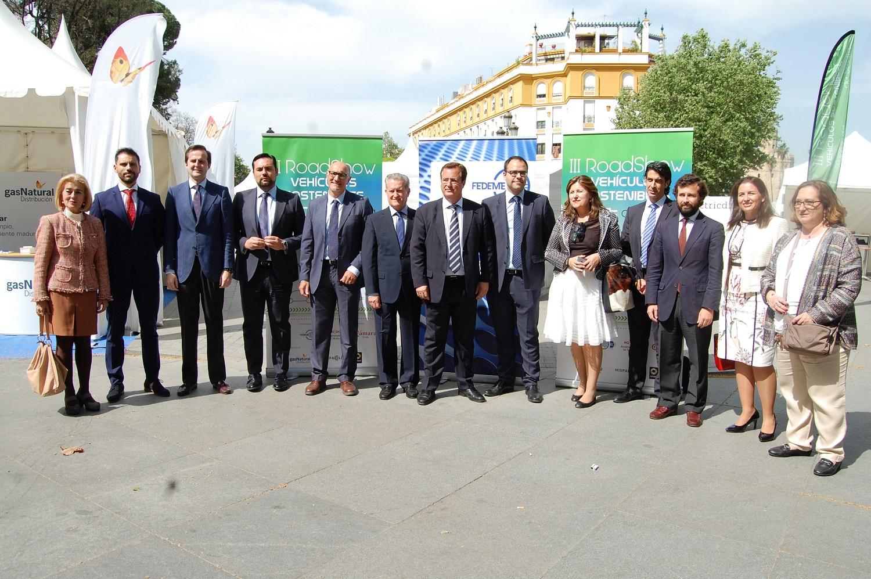 Foto4. Foto familia inauguración III Roadshow Puerta Jerez